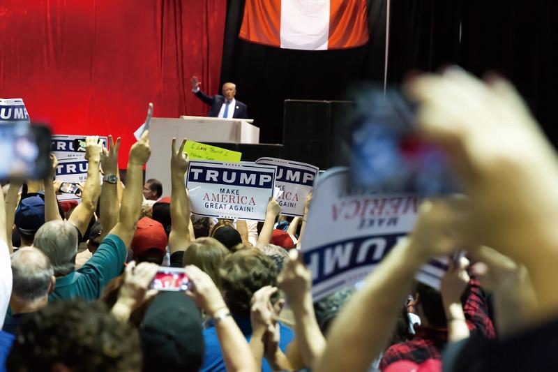 2016年から2017年にかけて、アメリカの大統領選はネット上でも白熱していた