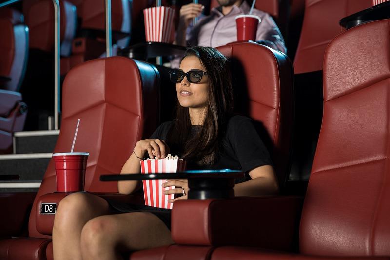 映画館での迷惑行為を助長する内容で炎上